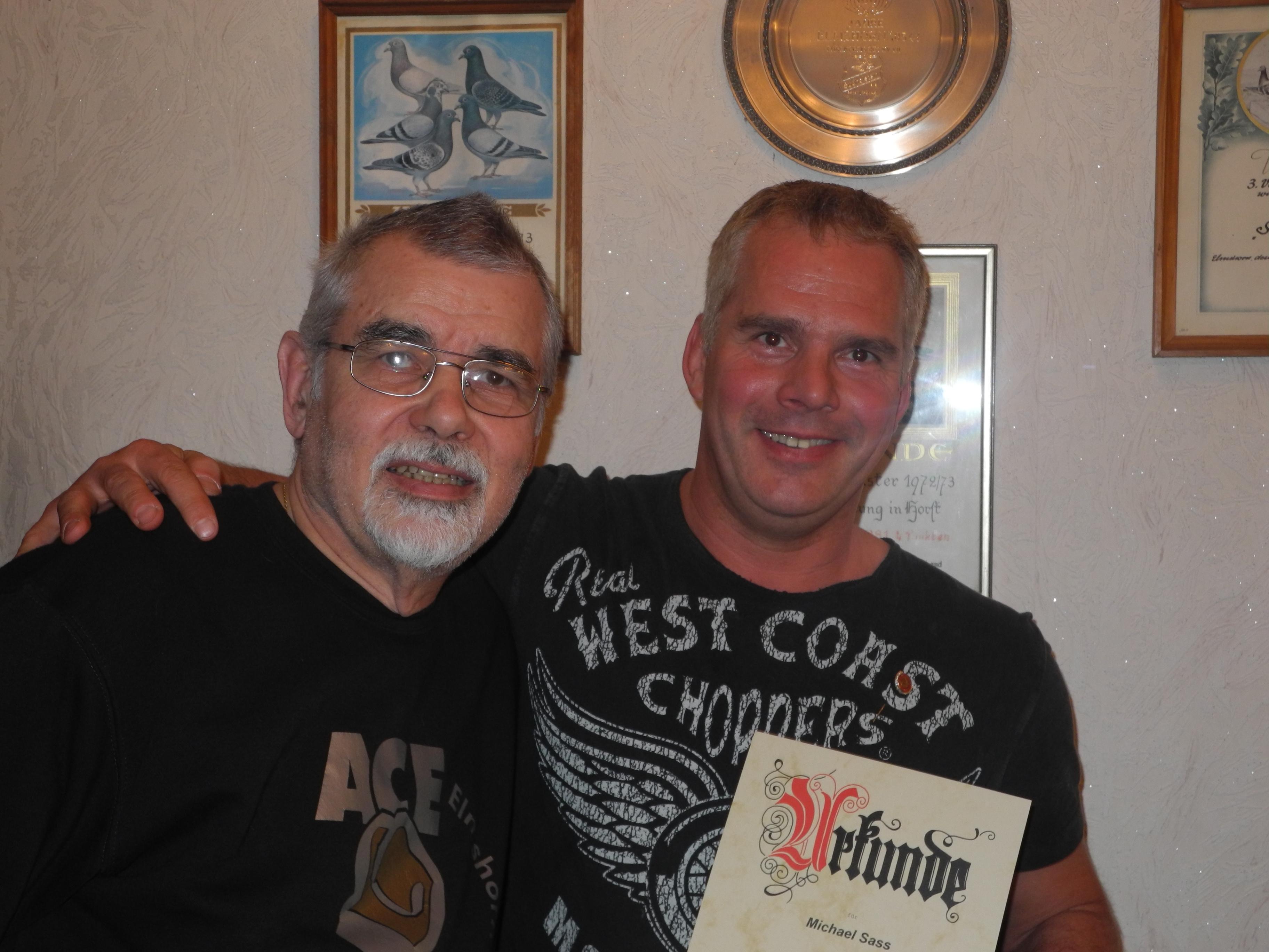 Michael Sass (re.) - 25 Jahre Mitglied im AC Einigkeit Elmshorn