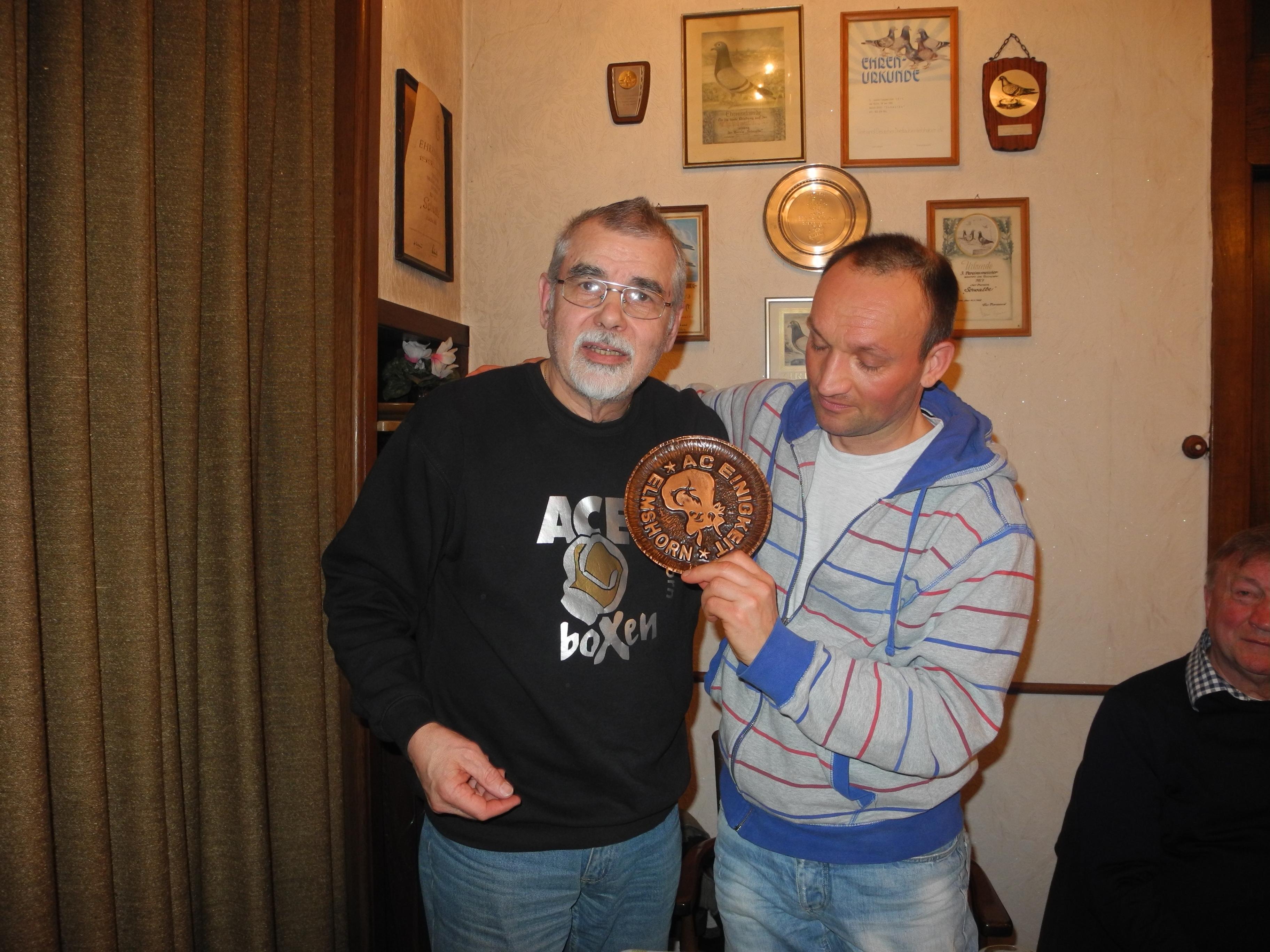 Torsten Bischoff (re.) - 35 Jahre Mitglied im AC Einigkeit Elmshorn