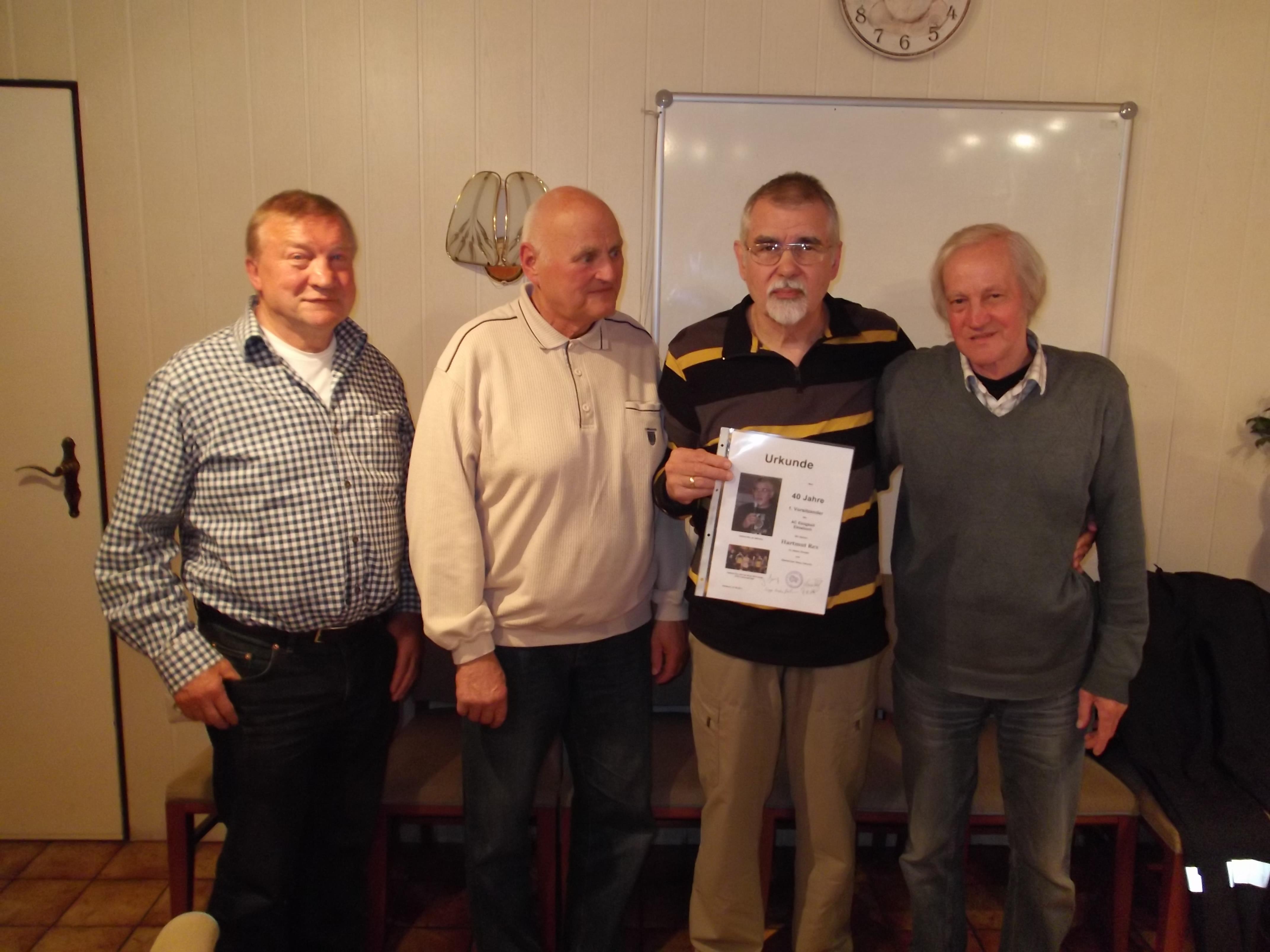 Hartmut Rex - 40 Jahre 1. Vorsitzendes des AC Einigkeit Elmshorn; von links: Siegfried Brehm, Peter Wulff, H. Rex, Manfred Karschau (inzwischen verstorben)